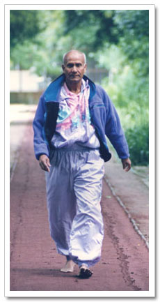 sri_chinmoy_walking.jpg